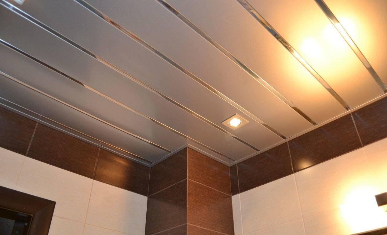 Какой потолок сделать в ванной комнате: советы профессионалов