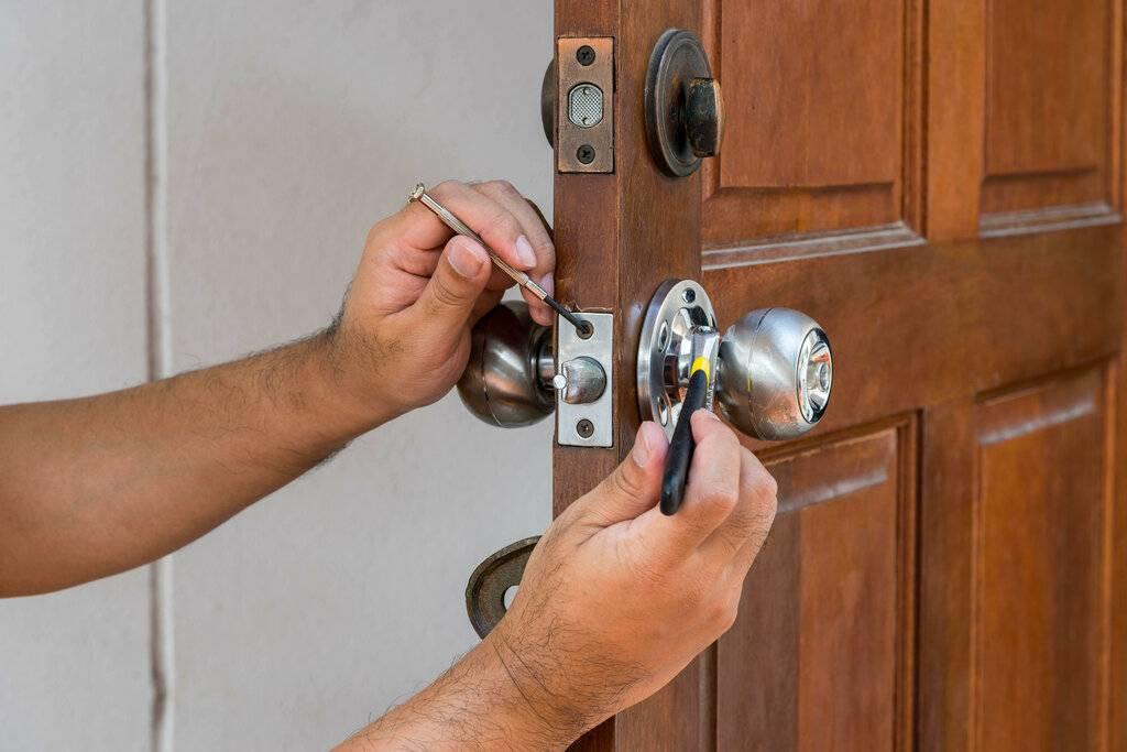 Пошаговая инструкция, как заменить стекло в двери своими руками