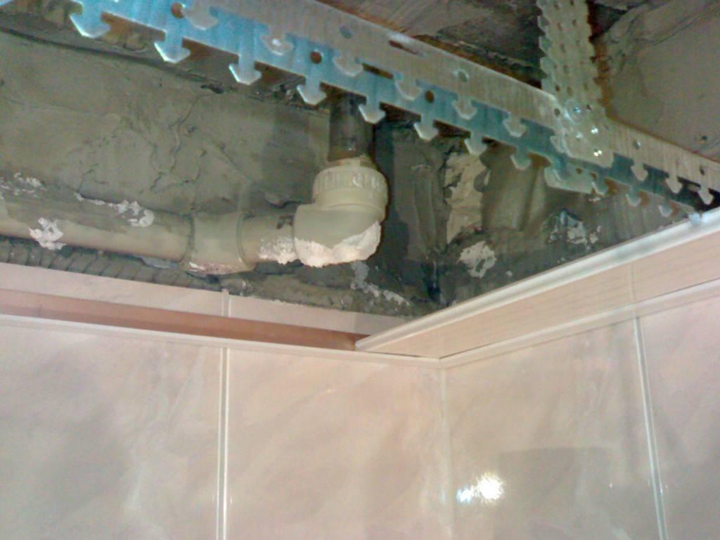 Подвесной потолок в ванную реечный - устройство, виды, технология самостоятельного монтажа