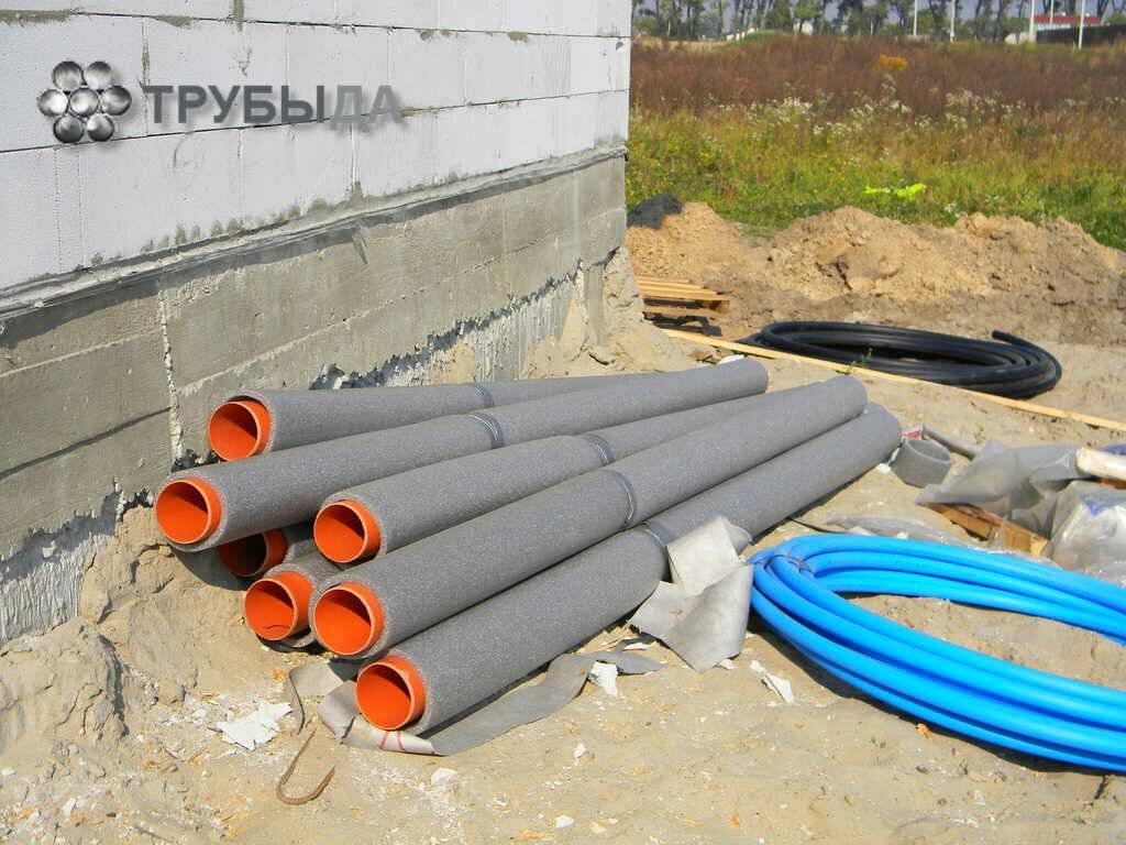 Как выполнить утепление водопроводных труб в земле