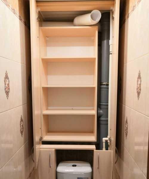 Шкаф за унитазом в туалете