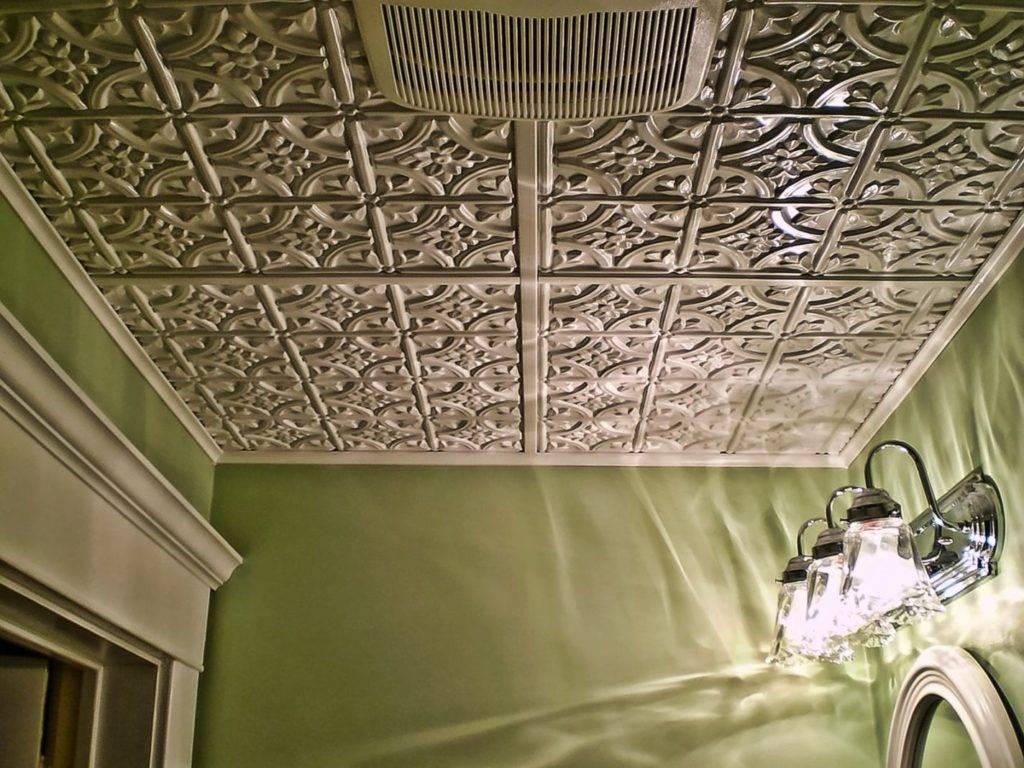 Простой способ косметического ремонта потолка: как правильно поклеить потолочную плитку, поэтапные рекомендации + фото и видео