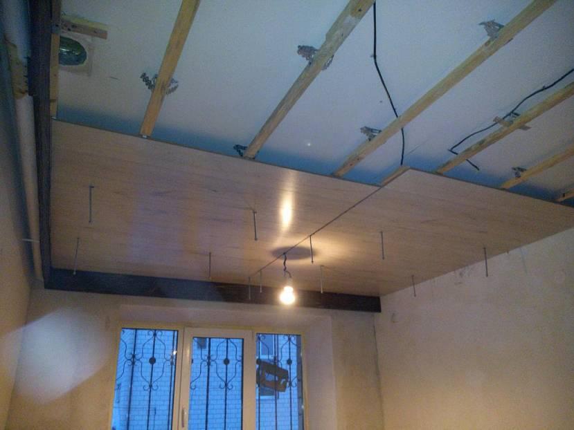Варианты отделки потолка ламинатом своими руками