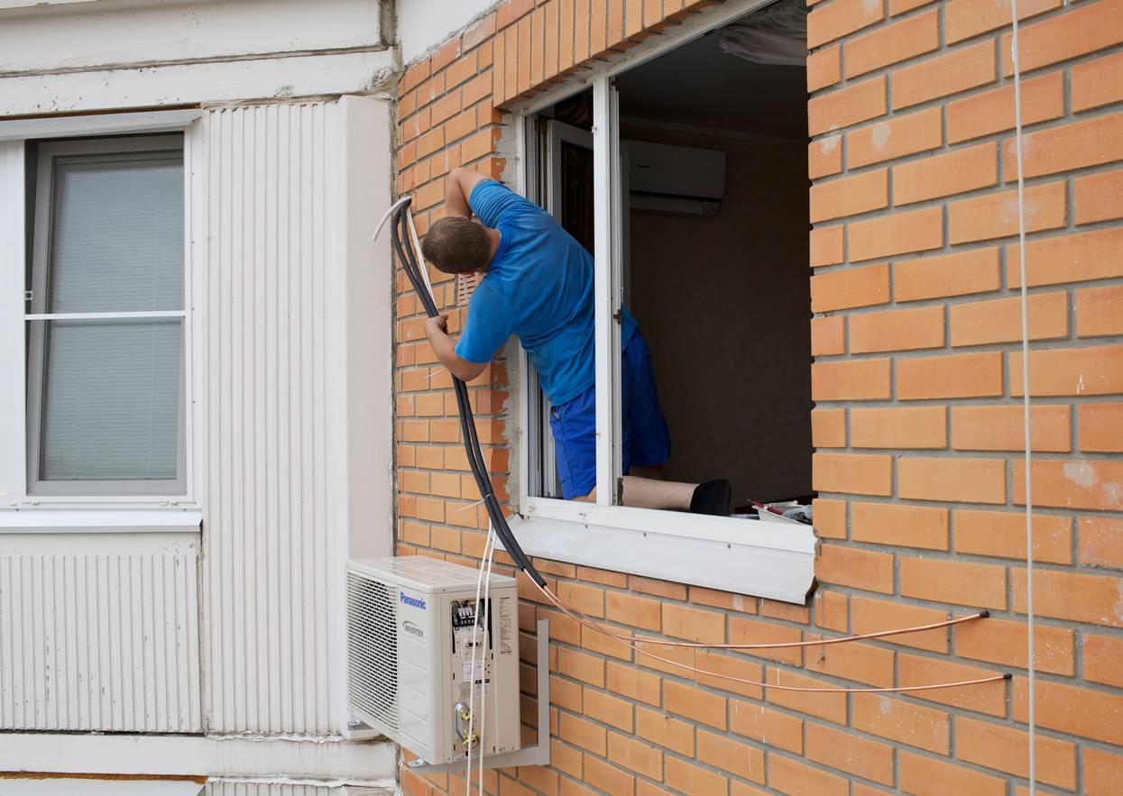 Обстоятельства, при которых вам придется демонтировать кондиционер с фасада дома за свой счет