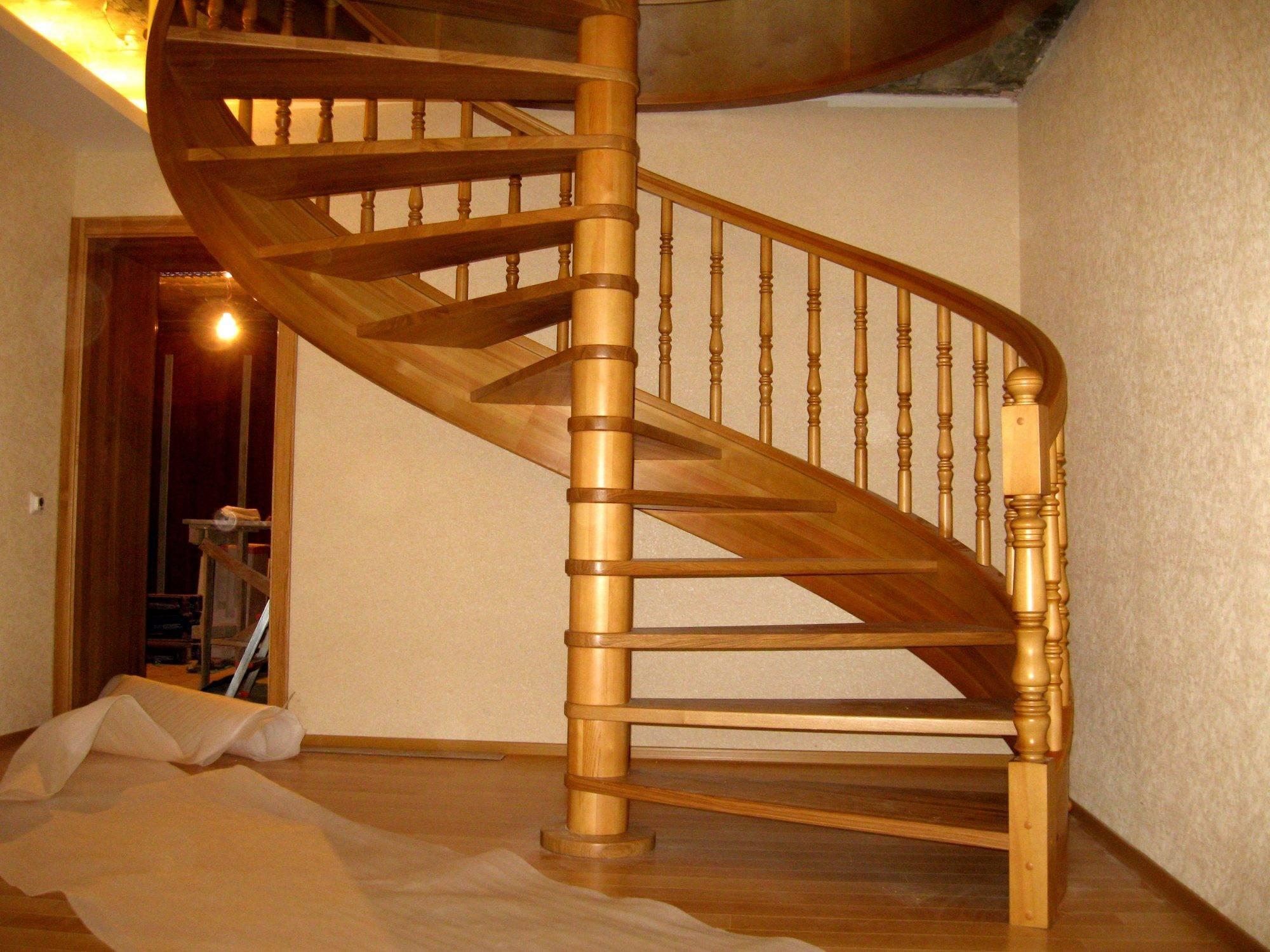 Винтовая лестница своими руками – как сделать винтовую лестницу из дерева на второй этаж: расчет, схема + фото-видео