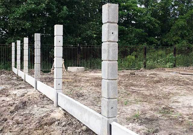 Бетонирование столбов для забора: устанавливаем забор правильно