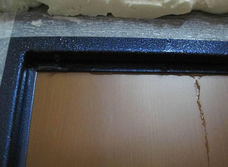 Потеет металлическая входная дверь, проблема конденсата в частном доме