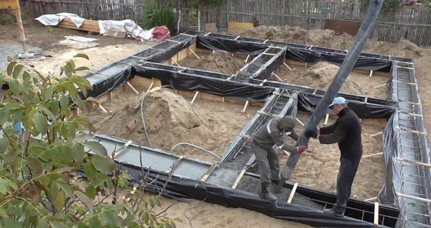 Советы и рекомендации: когда снимать опалубку после заливки бетоном, время для ленточного фундамента