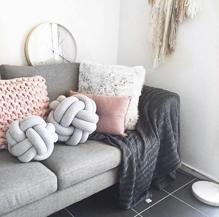 Модная подушка-узел своими руками: фото
