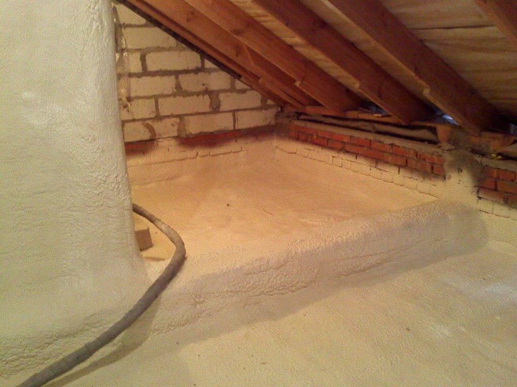 Как утеплить потолок со стороны чердака в частном доме? толщина утеплителя для холодного помещения, утепление минеральной ватой