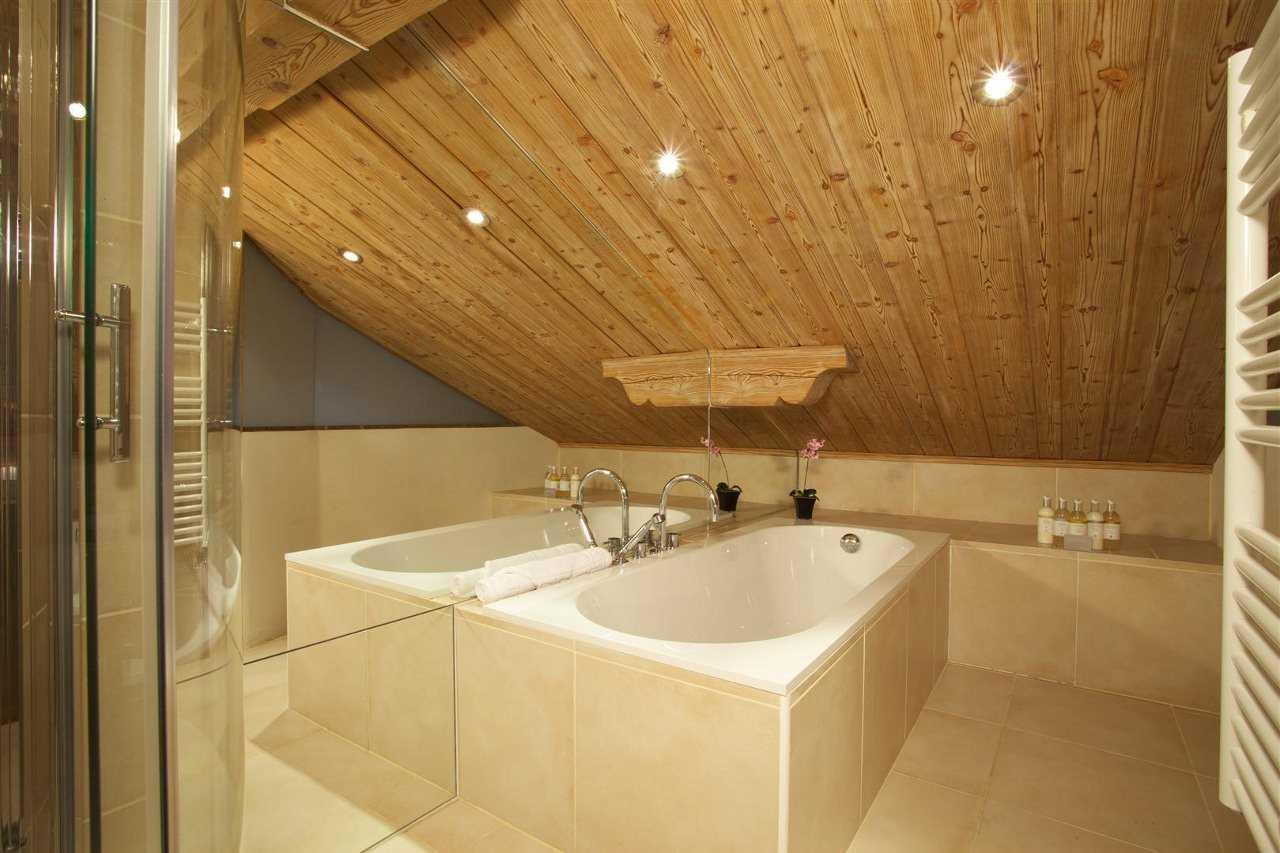 Ванная комната в деревянном доме своими руками / zonavannoi.ru