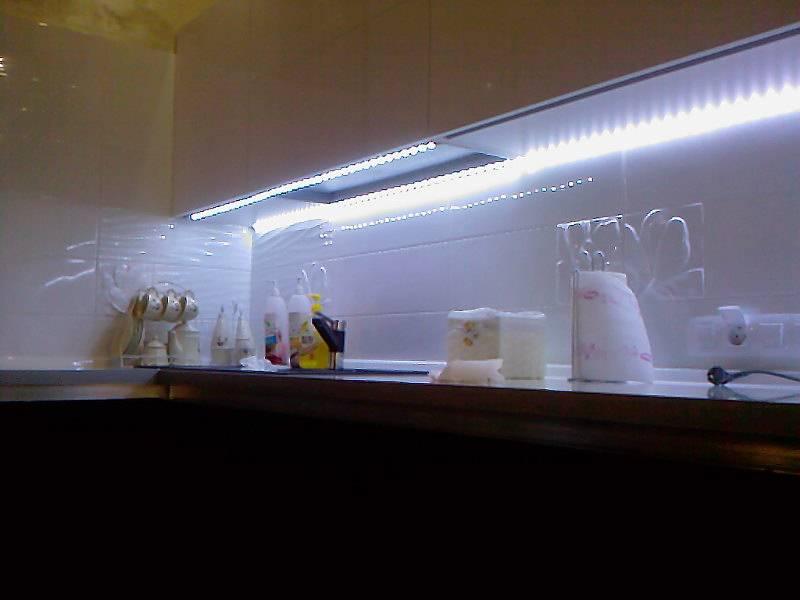 Обустраиваем освещение рабочих зон кухни: простые правила для комфортного приготовления пищи