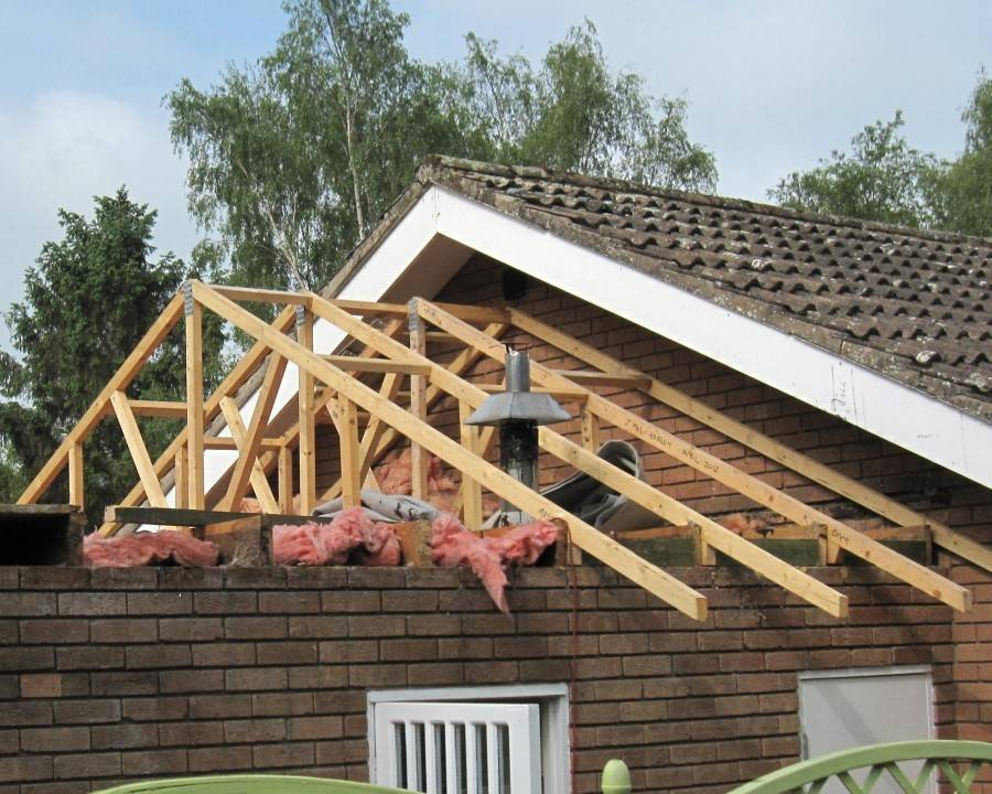 Как сделать односкатную крышу к пристройке дома своими руками — пошаговое видео, фото