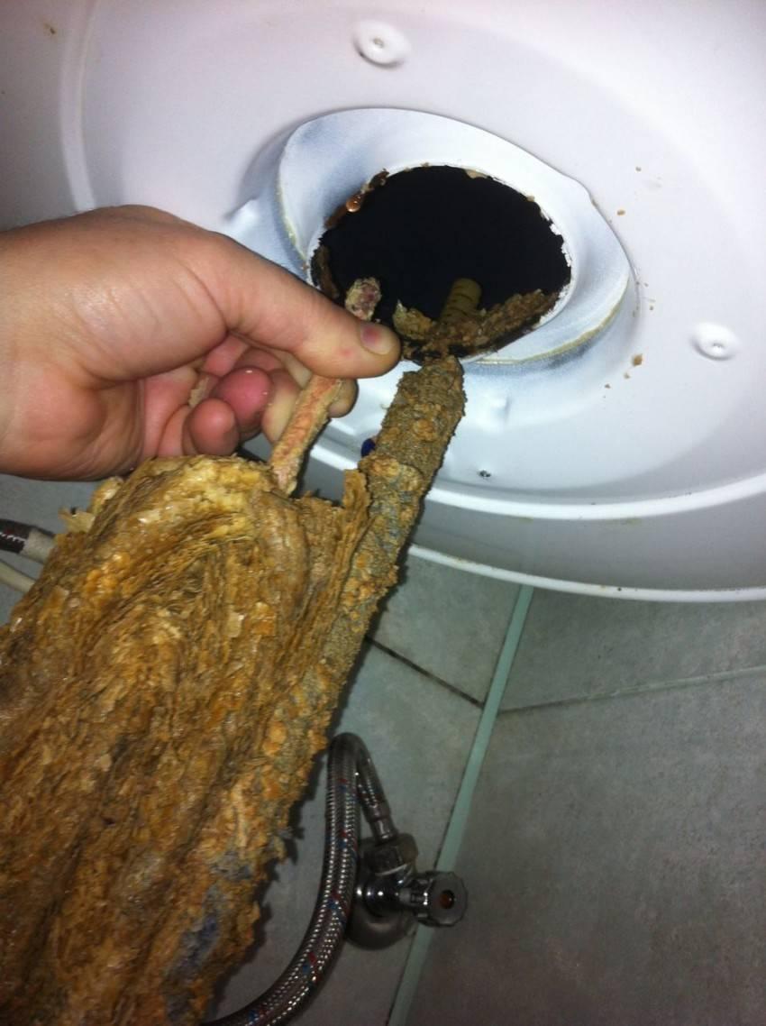 Как почистить бойлер от накипи: слить воду и разобрать?