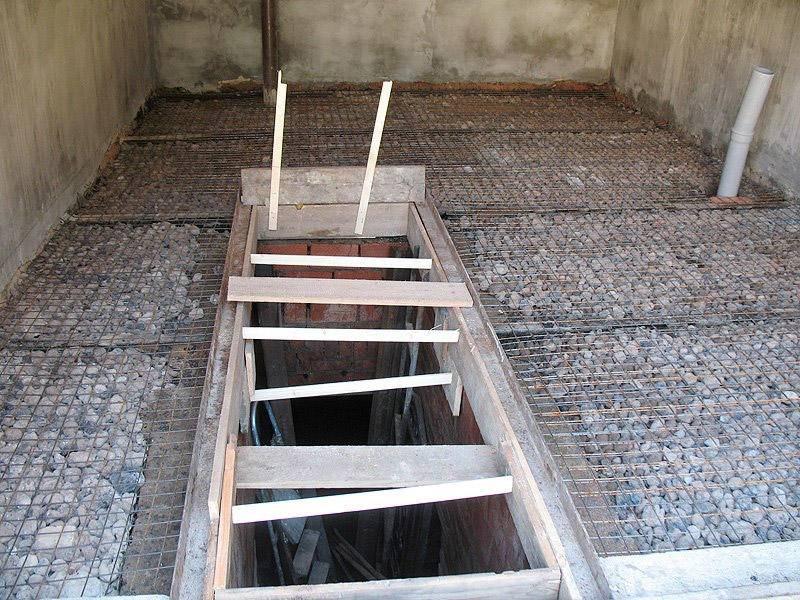 Как сделать бетонный пол в гараже: какой марки бетон нужен, толщина, как выровнять покрытие, чем обработать, устройство по грунту, ремонт, пропорции бетона, фото и видео