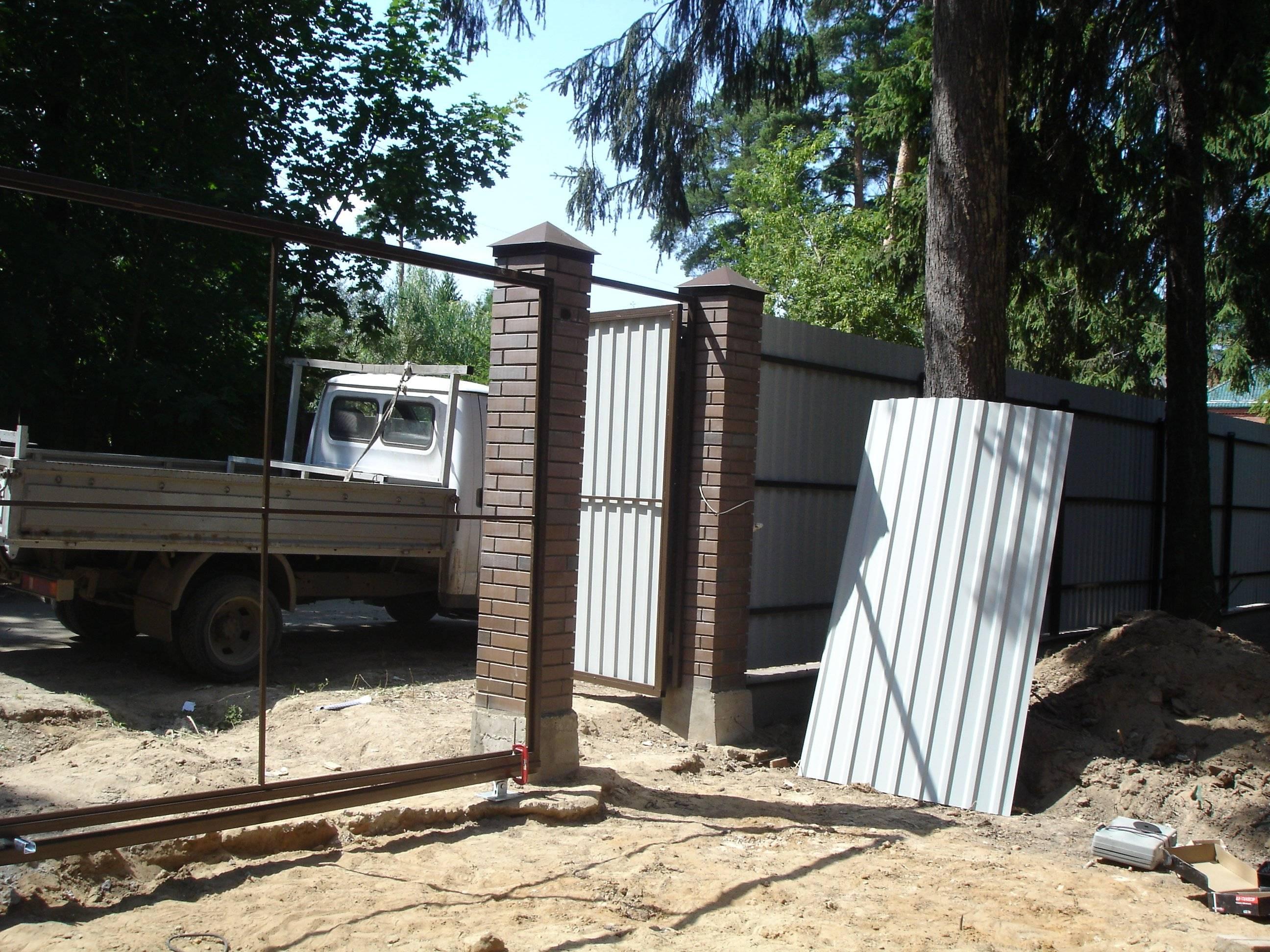 Кирпичные столбы для ворот: кладка, материалы