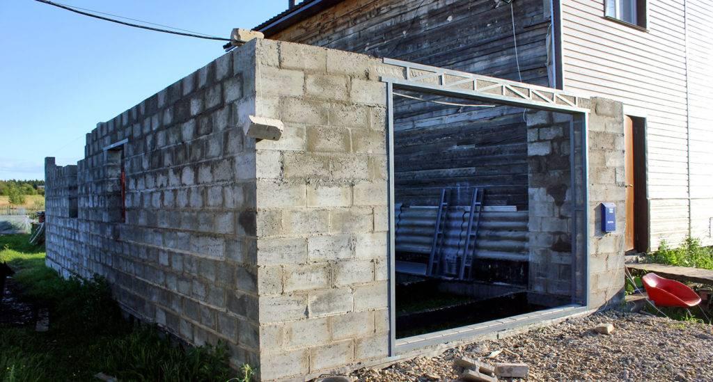 Из чего лучше строить гараж: какой построить кирпичный или железобетонный, что нужно для строительства, как построить и сделать выгоднее стены, их толщина и стройматериалы