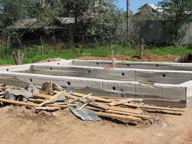Когда снимать опалубку после заливки бетона — узнаем через какое время можно снимать опалубку