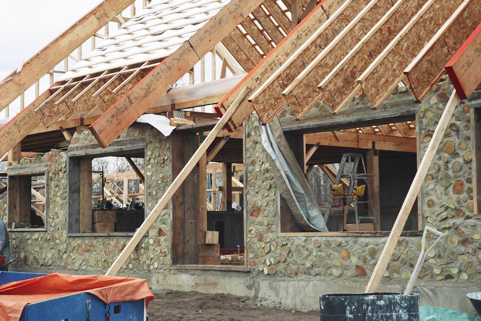 Как сделать саманный дом своими руками? плюсы и минусы строения