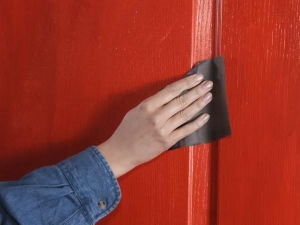 Лак для дверей из шпона: особенности выбора, процесс окраски