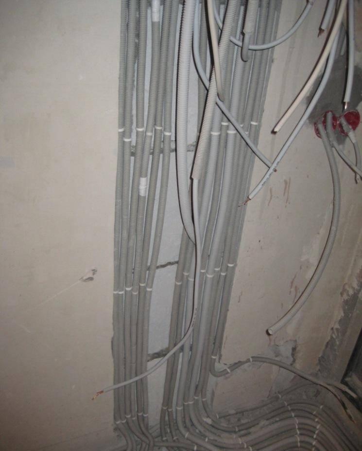 Как закрепить провода силового кабеля на стене — все способы