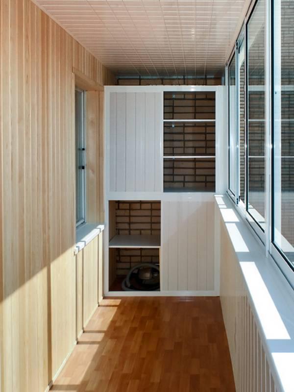 Шкаф на балконе: виды, обустройство своими руками   100 фото