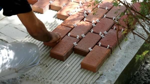 Как правильно уложить тротуарную плитку своими руками
