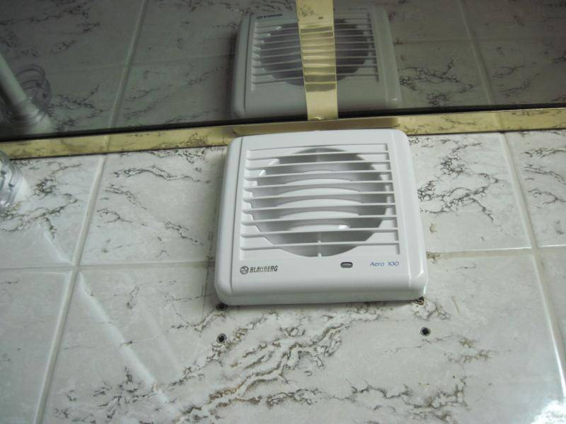 Вытяжка в ванную комнату: как правильно обустроить вентиляцию