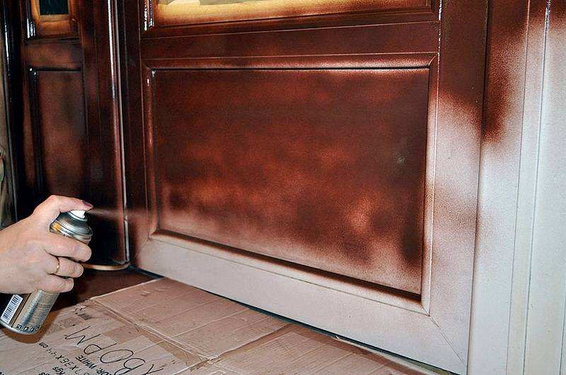 Как покрасить межкомнатную дверь своими руками