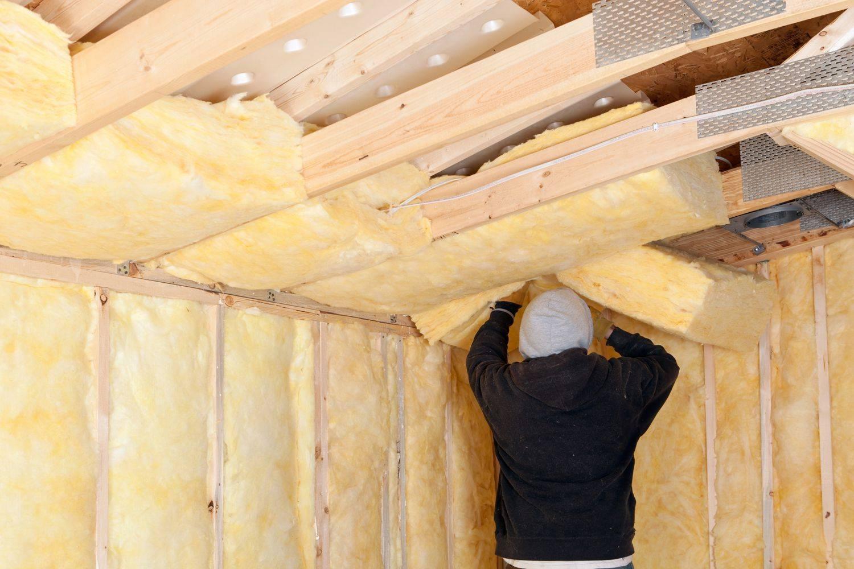 Как правильно утеплить потолок в частном доме