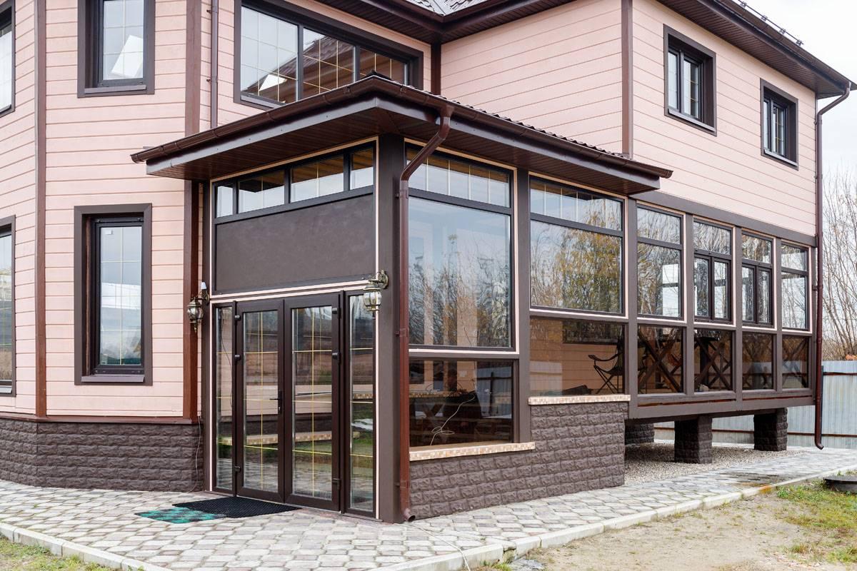 Как построить веранду к дому с пластиковыми окнами своими руками?