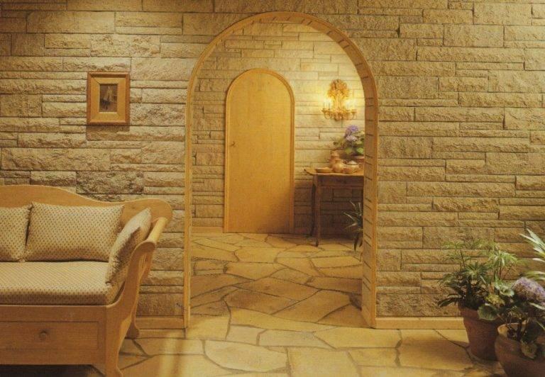 Декоративный камень в прихожей: особенности и способы отделки