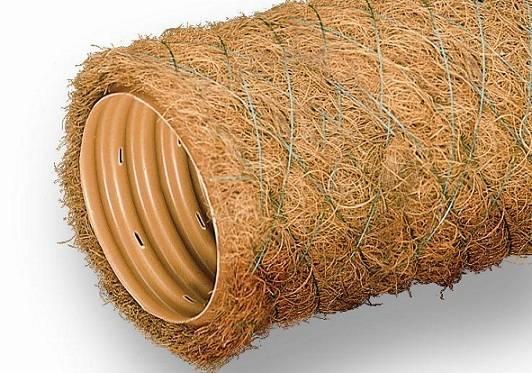 Укладка дренажных гофрированных перфорированных труб с геотканью своими руками (видео)