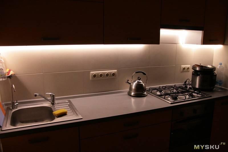 Подсветка рабочей зоны на кухне (41 фото): требования к освещению кухонной рабочей поверхности. выбор ламп и светильников