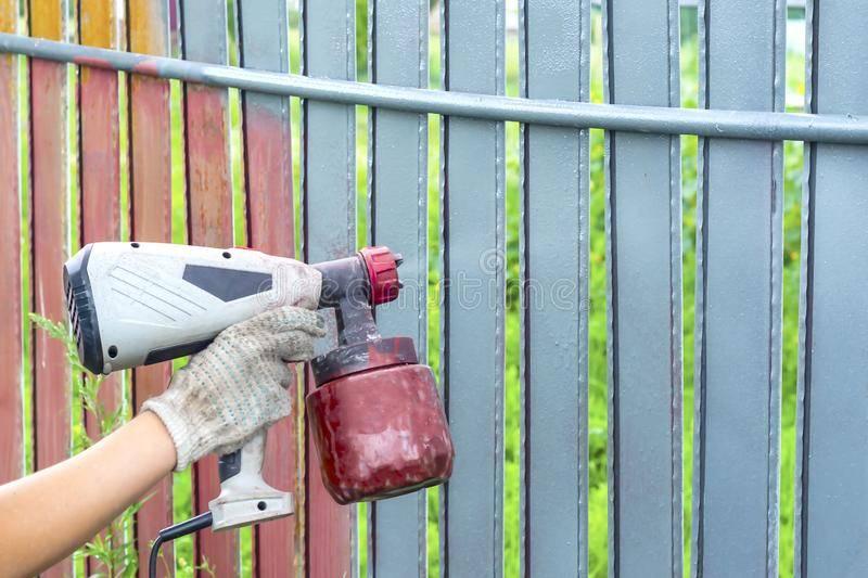 Какой краской лучше покрасить столбы из металла для дачи