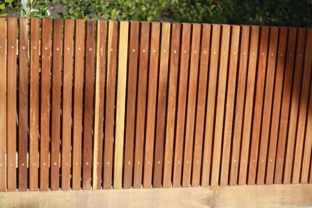 Строительство решетчатого забора из дерева: материалы, способы монтажа
