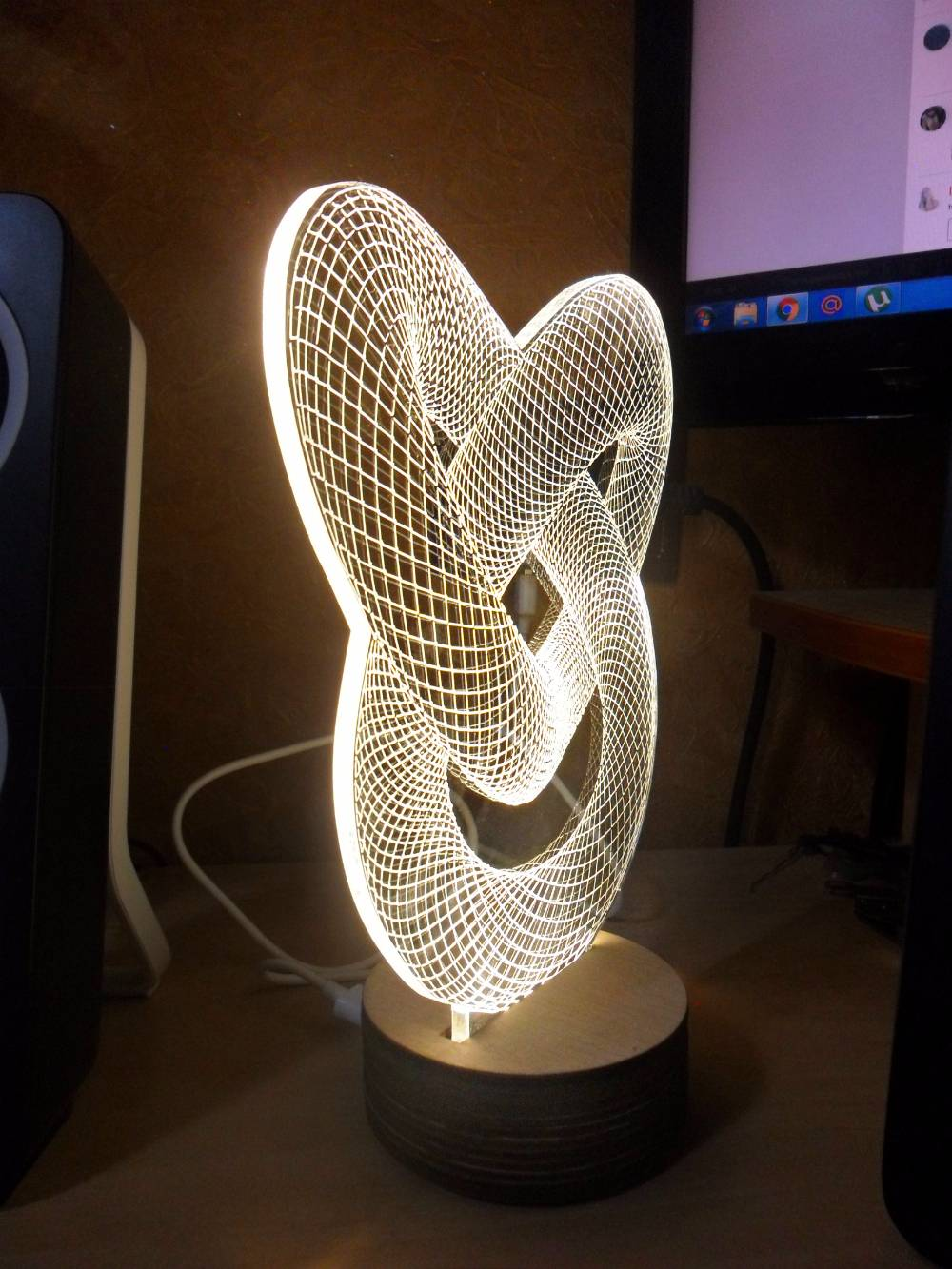 Как изготовить светящиеся картинки из оргстекла. делаем светильники из оргстекла несколько принципов работы с оргстеклом