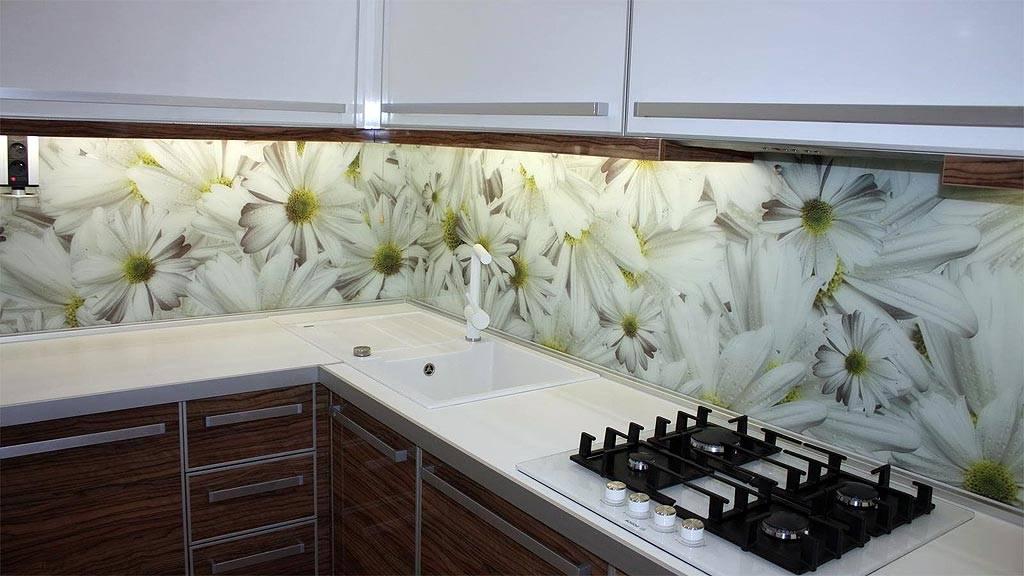 Выбираем скинали для кухни: гид по дизайну и материалам