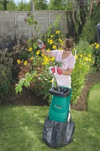 Необходимый инструмент для дачника: электрический садовый измельчитель веток