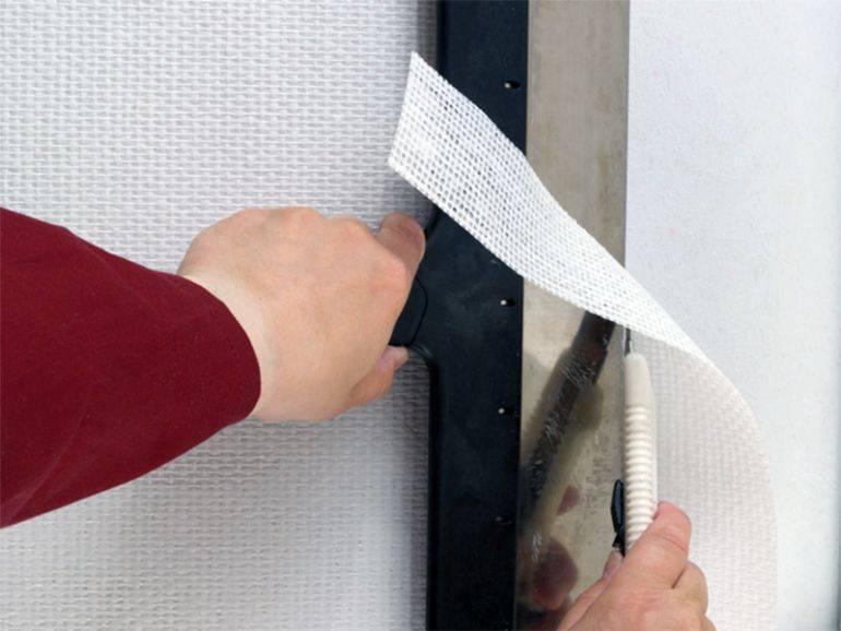 Клей для стеклохолста: как правильно клеить «паутинку», поклейка стеклохолста, шпаклевка по нему и выбор клея, технология оклейки стен и потолка