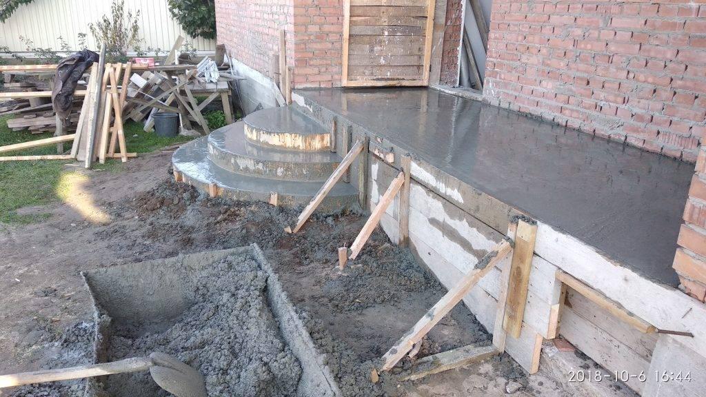 Когда снимать опалубку после заливки бетона: узнаем через какое время можно снимать опалубку
