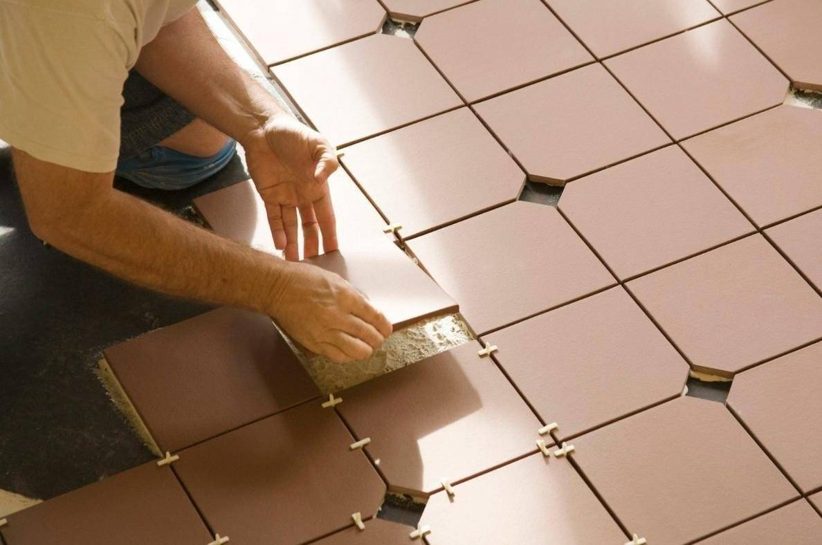 Как положить плитку на деревянный пол: способы укладки, рекомендации + видео