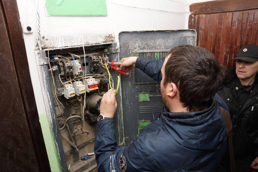 Отключение электроэнергии за неуплату: закон и порядок в 2021 году