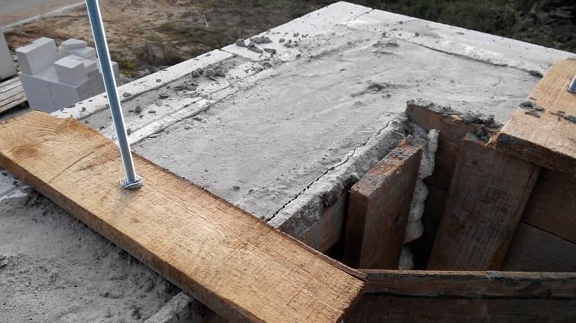 Снятие опалубки после заливки фундамента: когда нужен демонтаж