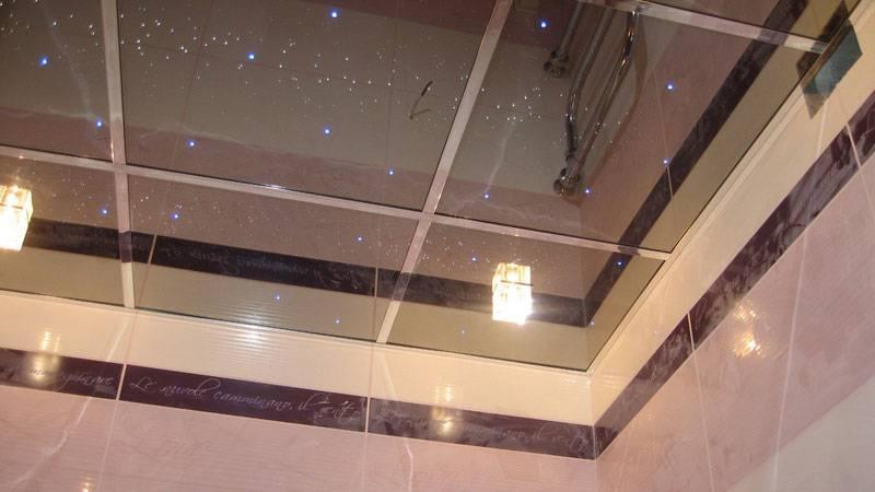 Какой потолок лучше сделать в ванной комнате - практические советы + фото