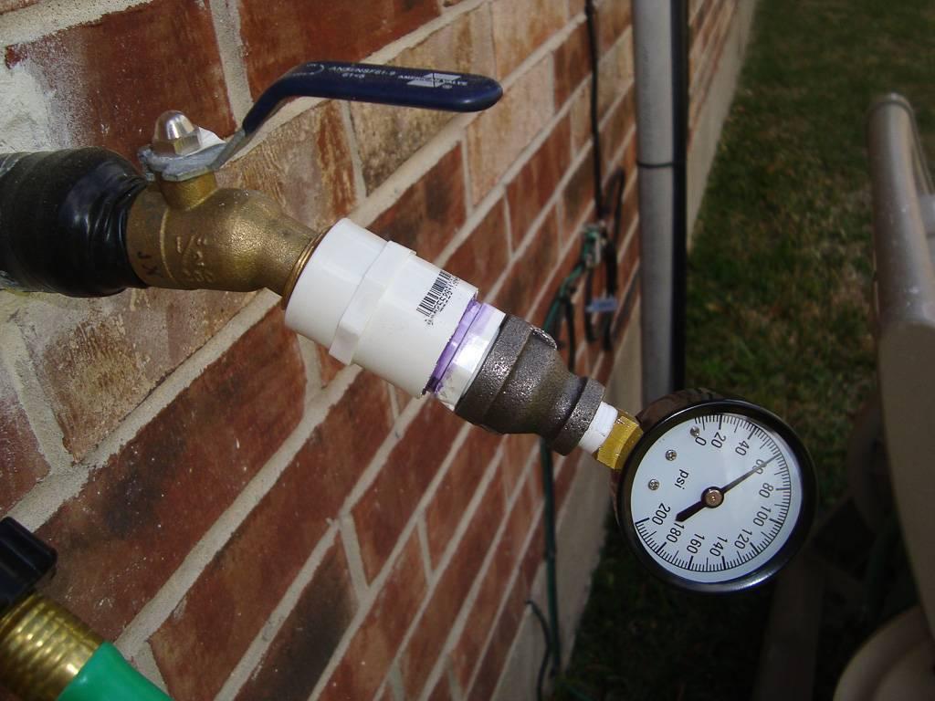 Норма давления воды в частном доме: какое нормальное для горячей и холодной, что делать, если не соответствует нормативу?