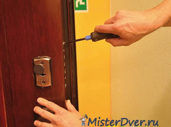 Реставрация и обновление металлических входных дверей, в том числе, чем и как провести покраску
