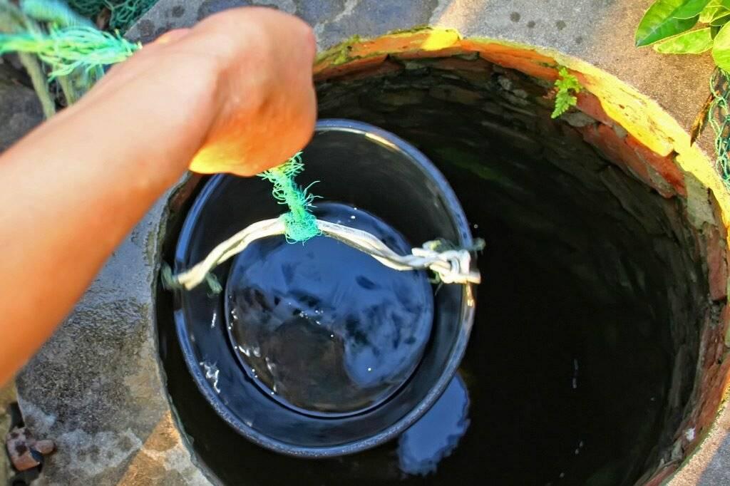Как избавиться от запаха воды в колодце: причины и способы устранения