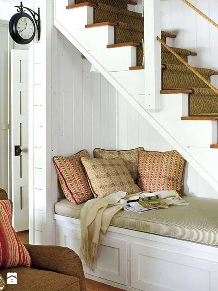Оригинальные идеи использования пространства под лестницей
