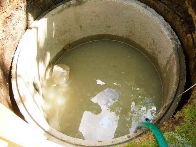 Очистка выгребной ямы от ила